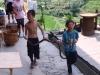 Chłopcy znaleźli węża...