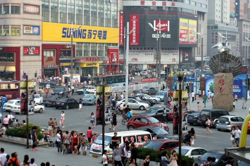 Chaos na ulicy w centrum Dalian